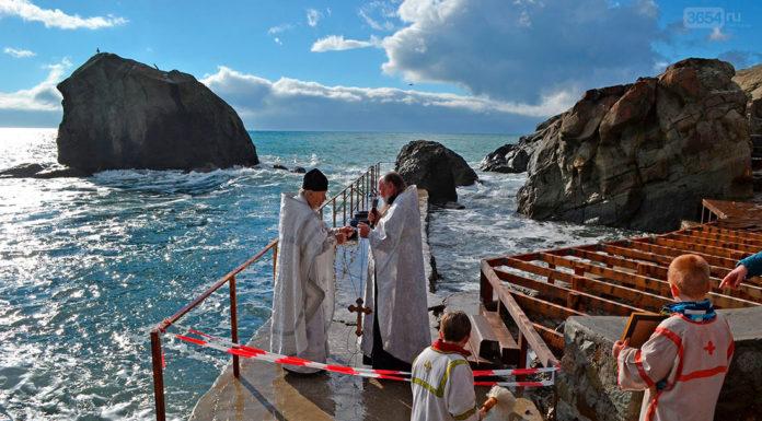 Крещение господне в Алупке, морские купания